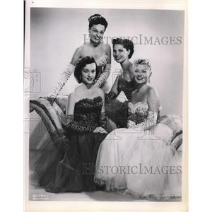 1953 Press Photo Barbara Morein and Elinor Donahue American Actress - orp20613