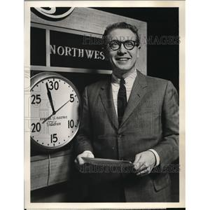 1958 Press Photo Allen Ludden host of GE's College Bowl Coverage on CBS