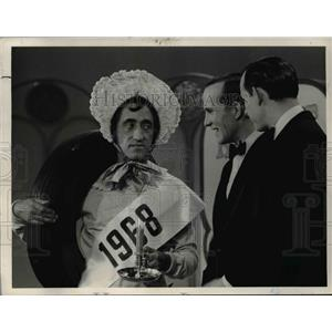 1967 Press Photo Pat Paulson guest stars on The Smothers Brothers TV show