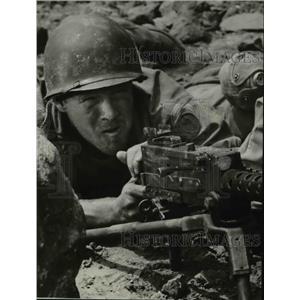 1957 Press Photo Aldo Ray stars in Men in War - orp23250