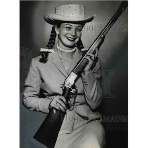 1956 Press Photo Betty Jean Grayson stars as Annie Oakley on TV - orp22985