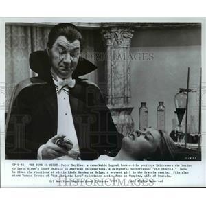 1975 Press Photo Teresa Graves and David Niv in Get Christie Love in Old Dracula