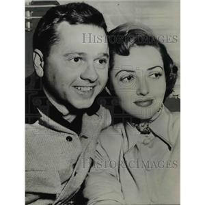 1949 Press Photo Mickey Rooney actor engaged to Martha Vickers actress