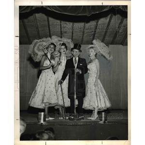 1960 Press Photo Earl Mossman - orp23462