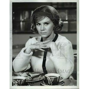 1963 Press Photo Kathy Nolan stars in Ben Casey TV show - orp23469