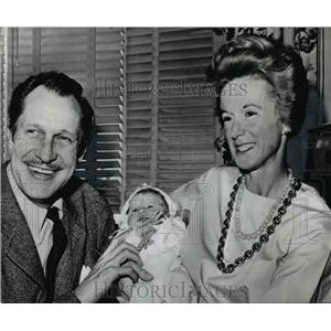 1962 Press Photo Vincent Price wife Mary Grant and new baby Mary Victoria