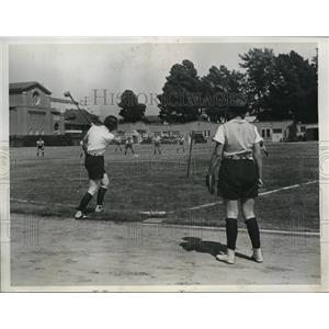 1934 Press Photo USC women at a game combining golf & baseball - nes25654