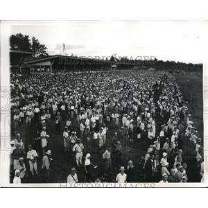 1946 Press Photo Daily crowds at Toyko Japan race track - nes25652