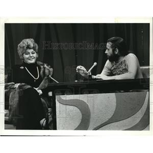 1972 Press Photo Shelly Winters on George Carlin Show - orp28174