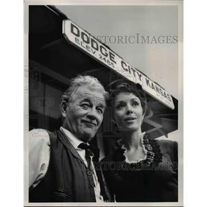 1967 Press Photo Milburn Stone & Dana Wynter in Gunsmkoe - orp27110