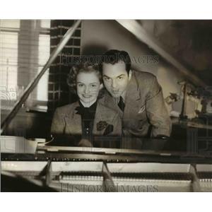 1930 Press Photo Bob Simmons & Patti Pickens NBC Singing Stars Marry - orp26060