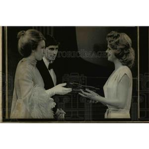 1975 Press Photo Lee Remick & Princess Anne Gives Award for Best TV Actress