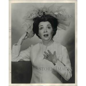 1977 Press Photo Mary Saracco stars in Plaza Suite - orp26547