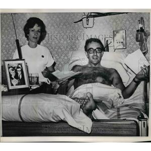 1964 Press Photo Peter Sellers sits up in hospital bed - orp25901