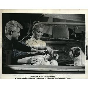 "1961 Press Photo Tomy ands Toby Michaels ""Love In a Goldfish"" - orp20891"