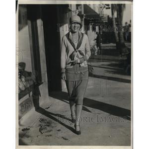 1929 Press Photo Mrs. Halpin Smith of New York enjoying the warmth of Palm Beach