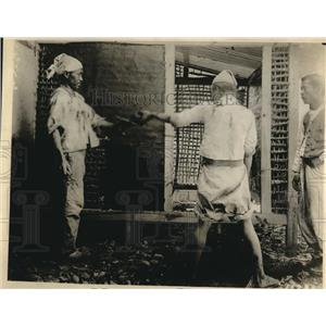 1919 Press Photo Koreans plastering house with mud - nee05055