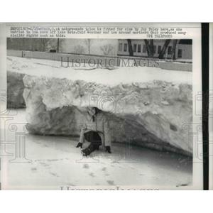 1963 Press Photo Huron Ohio Joy Foley in ice cave off Lake Erie - nee03081