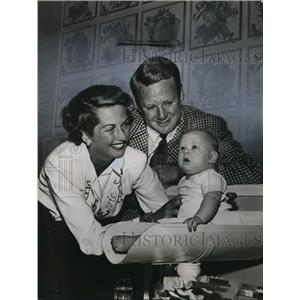 1948 Press Photo Van Johnson & His Family