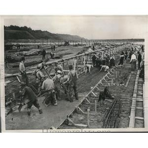1935 Press Photo PWA Workers Construct Water Purification Plant in Milwaukee