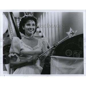 Press Photo The New Adventures Of Beans Baxter Elinonr Donahue