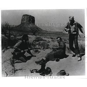 2000 Press Photo John Wayne and Jeffrey Hunter star in The Searchers - cvp57465