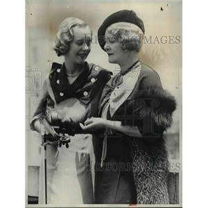 1934 Press Photo Adele Blom Hope stage star & daughter - nee07161