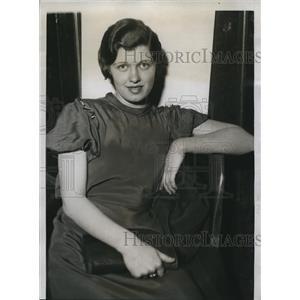 1934 Press Photo Ruth Strunk upset by arrest of De Nardo in Michigan - nee13037