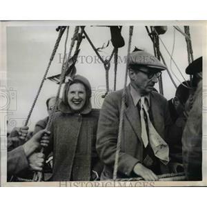 1950 Press Photo Maidenhead England Mrs Mary Pritchard & Charles Dollfuss