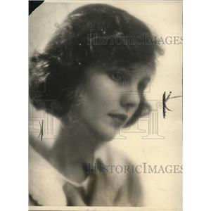 """1931 Press Photo Cinderella and other parts, as """"Miss Nobody from Nowhere"""""""