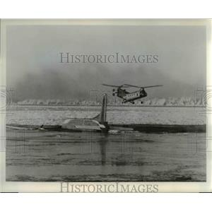 1974 Press Photo The H-21 blowhard helicopter above the floating Globemaster