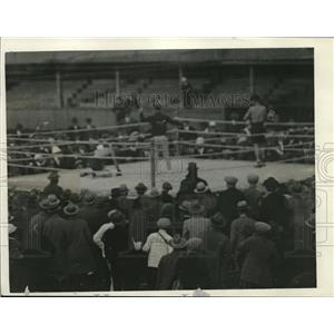 1926 Press Photo Joe Dundee down for final time vs Eddie Roberts