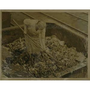1924 Press Photo Mrs. Joseph Vesero Worker - nee21915