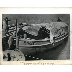 1943 Press Photo 25 soldiers trapped on Lake Pontchartrain in Louisiana