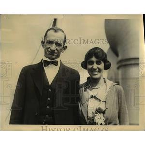 1921 Press Photo Mr. and Mrs Treadwell Among 300 Passengers - nee23342