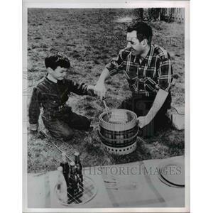 1954 Press Photo Picnic - nee21612