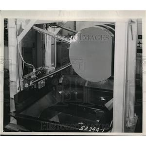 1944 Press Photo of a wing flap retraction unit. - nee18044