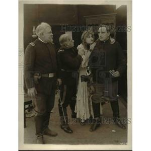 1915 Press Photo Marie Walcomh w/ 3 men - nee26827