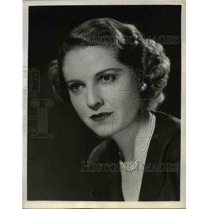 1945 Press Photo Isabel Leighton on Woman's Club - nee36484