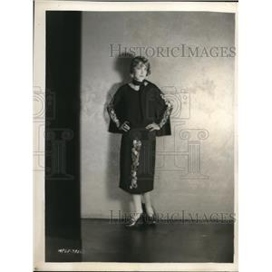 1926 Press Photo MGM actress Claire Windsor in a caped frock dress - nex71371