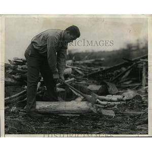 1925 Press Photo Gene Tunney chopping wood as workout for bout with Tom Gibbons