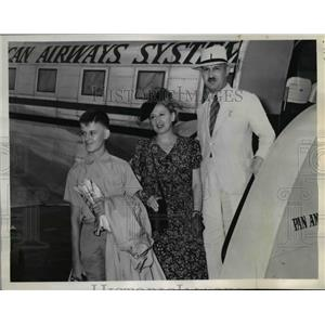 1943 Press Photo Edouard Bourquin, Board Pan American Clipper in Miami Secretary