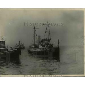 "1927 Press Photo Tug ""Macon"" going to meet the S.S. Berengaria - nee39623"