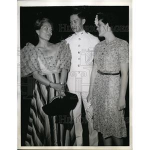 1944 Press Photo Cadet Vincente Lim son Brig. General Lim Philippines & family