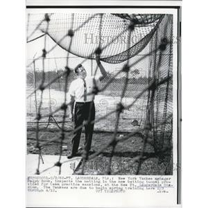 1962 Press Photo New York Yankees Manager Ralph Houk Inspects Batting Netting