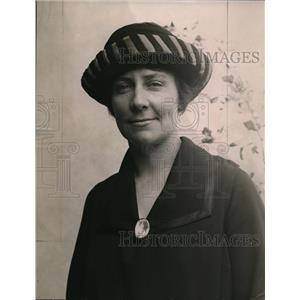 1921 Press Photo Dorothy Ledyard, 1 of 2 Red Cross nurses in America selected.