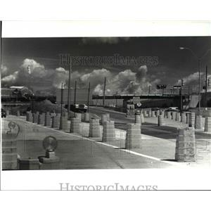1987 Press Photo Cleveland Hopkins Int'l Airport elevated exit under const