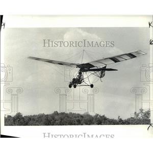 1984 Press Photo Pilot Dick Minke on his Ultra-light Aircraft Brunswick Air Park