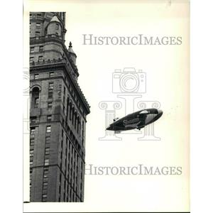 1990 Press Photo Shamu makes a trip around the Terminal Tower
