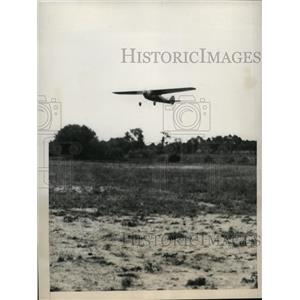 1930 Vintage Press Photo airplane flying low over a field